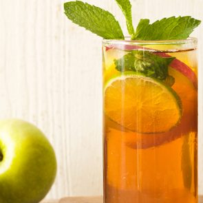 Sparkling Apple-Peach Mojito Mocktail Recipe